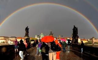 Praga magica: arcobaleno su Ponte Carlo